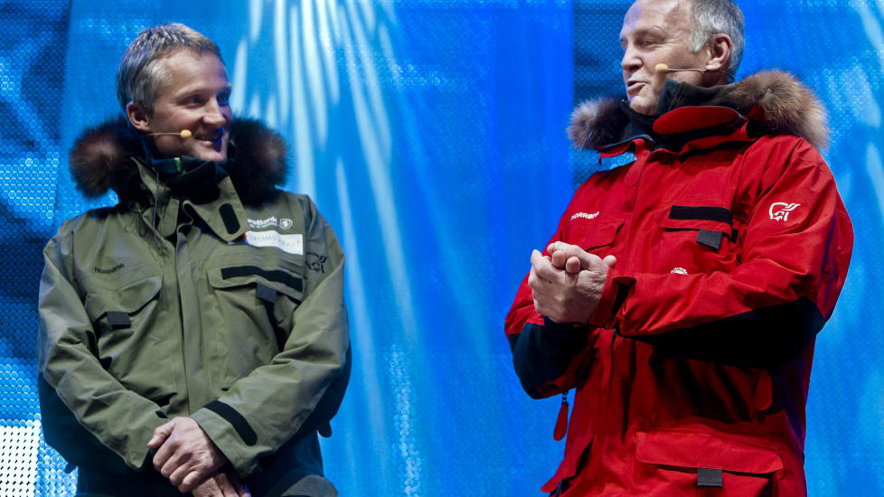 ANTARKTISTUR: Vegard Ulvang (t.v.), Stein P. Aasheim (t.h.) samt Jan-Gunnar Winther og Harald Dag J�lle (ikke avbildet) skal g� til Sydpolen. Her er de p� scenen under �pningen av Nansen�ret. Foto: Krister S�rb� / Scanpix