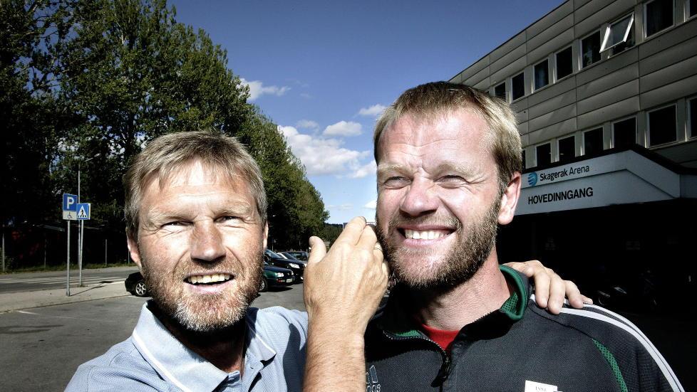 SENDT NED AV KAMERATEN: Gaute Larsen (t.v.) og Asker rykket ned etter at de tapte mot Arne Sandst�s Sandefjord, samtidig som Str�mmen slo Nybergsund/Trysil. Her er de to da de delte treneransvaret i Odd Grenland. Foto: HENNING LILLEG�RD / Dagbladet.