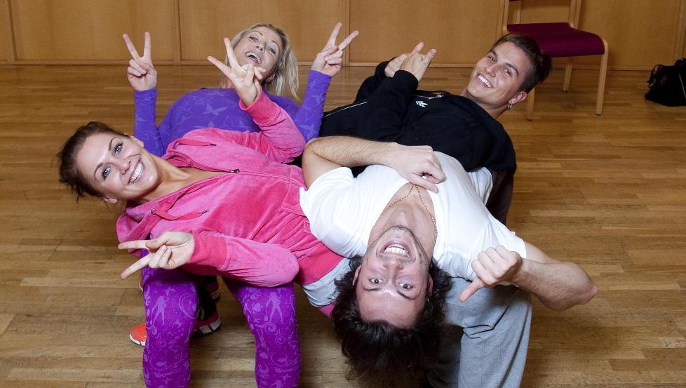 FINALEKLARE: Marianne Sandaker, Egor Fililenko, Kari Traa og Atle Pettersen er alle klare for � fylle �Skal vi danse�-pokalen med champagne i kveld. Foto: Torbj�rn Berg / Dagbladet