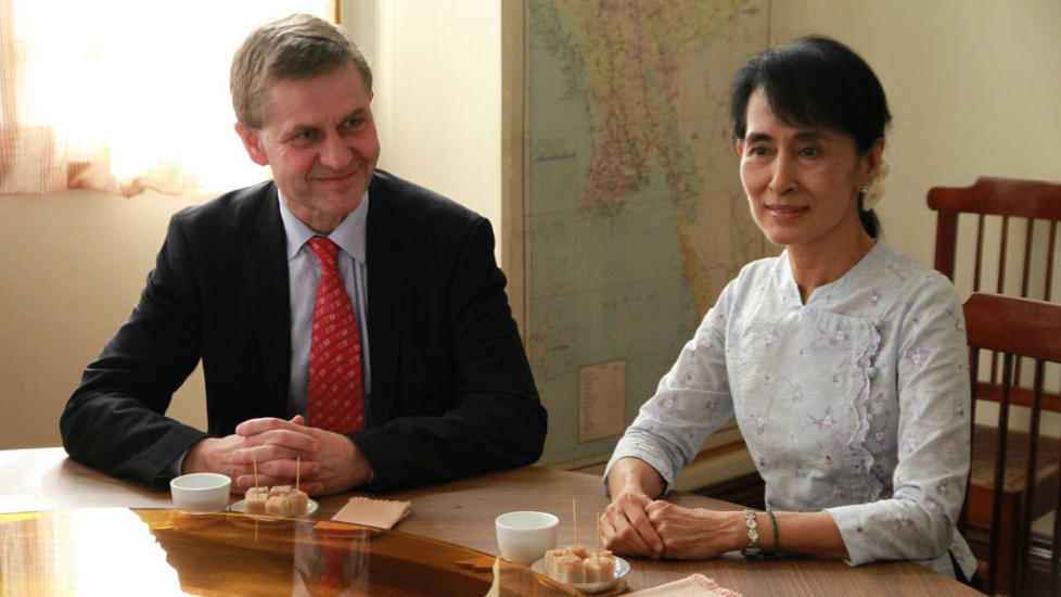 FORANDRING: �Aung San Suu Kyi sier hun har tillit til presidenten�, skriver milj�- og utviklingsminister Erik Solheim. Foto: Soe Zeya Tun/Reuters/Scanpix