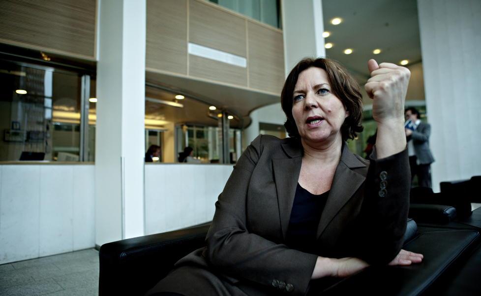 REIS HJEM!: Arbeidsminister Hanne Bjurstr�m (Ap) sier den norske staten ikke har noen forpliktelse til � ta seg av arbeidss�kere fra EU. Foto: Nina Hansen / Dagbladet