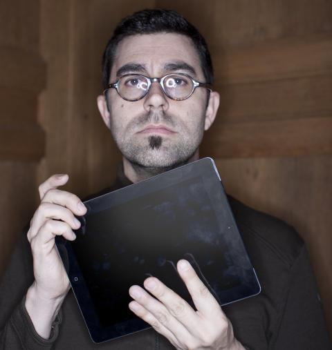 M� UTNYTTE MEDIET Ken Olling, redakt�r i Katachi, mener mediebedrifter m� utnytte iPad-plattformns muligheter i langt st�rre grad enn de gj�r i dag. Foto: KATACHI