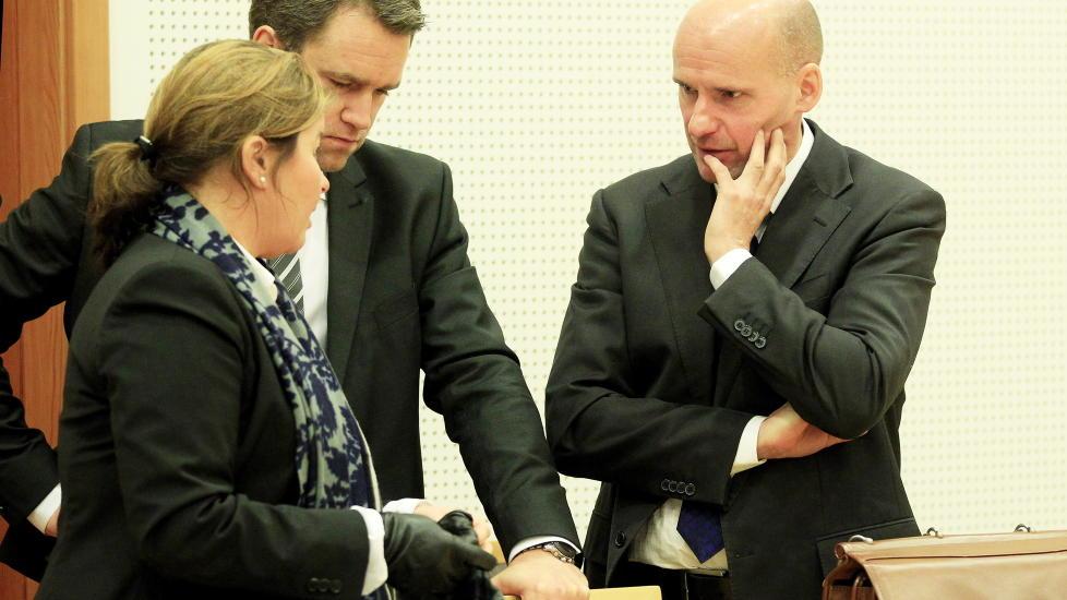 FORSVARERE: Forsvarer Geir Lippestad,  Vibeke Hein B�ra og Odd Ivar Gr�n. Foto: Cornelius Poppe / SCANPIX