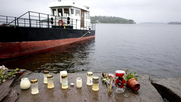 STERKT VITNEM�L: I dag forklarte skipperne p� M/S Thorbj�rn seg i Oslo tingrett. Det ble lagt ned blomster og tent lys p� kaia i Utvika etter 22 .juli. Foto: �istein Norum Monsen / DAGBLADET