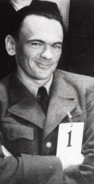 Smilende: - Selv d�t � v�re nummer �n blant de tiltalte  i en rettssak, var noe Rinnan var forn�yd med, sier  historiker Johan Sigfred Helberg.