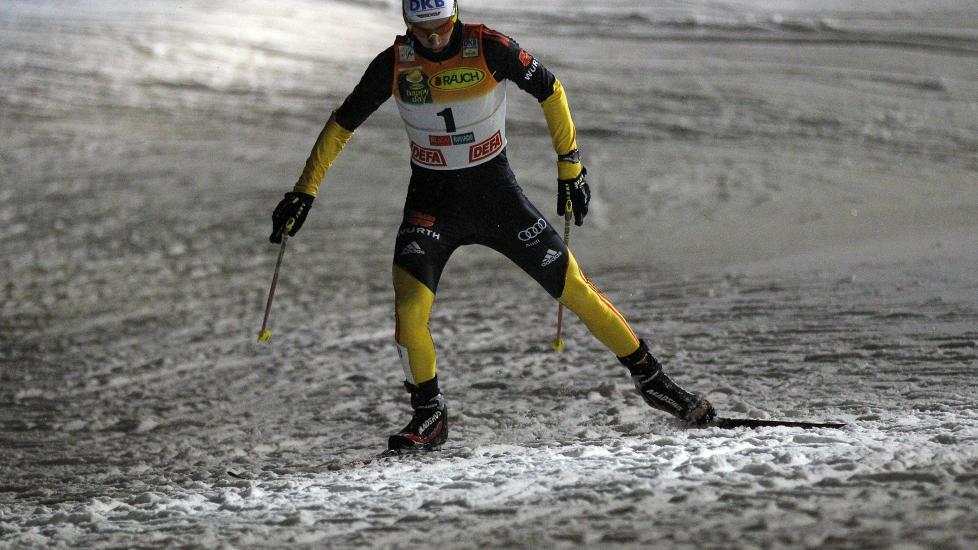 VANT ENKELT: Edelmann hadde et greit forsprang etter hopprennet og holdt ledelsen helt inn til m�l. Foto: REUTERS/Leonhard Foegel