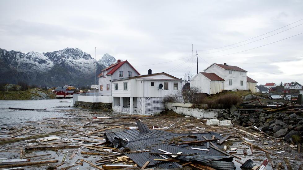 SLO UT DELER AV TELENETTET: «Berit» herjet i Lofoten, og Netcom-kunder langs hele kysten har i helga hatt problemer med telenettet. Foto: Ingun A. Mæhlum