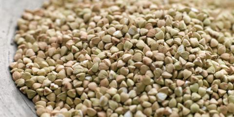 BOKHVETE: Navnet skyldes at det lille fr�et ligner en b�ken�tt, mens planten brukes som hvete.  FOTO: colourbox.com