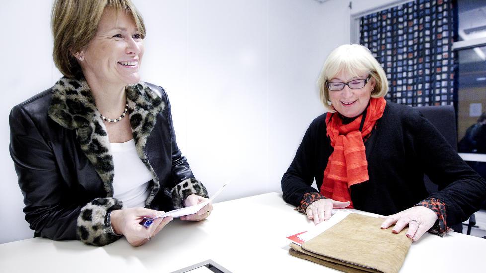 STILLHETEN M� BRYTES: Justisminister Grete Faremo  og Anne Karin Nyg�rd, generalsekret�r i Norske Kvinners Sanitetsforening (NKS) �pner i dag en konferanse om vold i n�re relasjoner som avholdes av NKS. De mener tabuene m� brytes.  Foto: Bj�rn Langsem / Dagbladet.