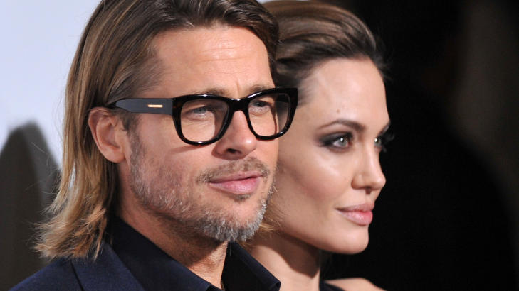 SNAKKER MED BRAD: Angelina Jolie og Brad Pitt er hjemmekjre, og liker best  bruke tid sammen med familien. Derfor er det egentlig bare Pitt skuespillerinnen virkelig snakker med. Foto: Stella Pictures