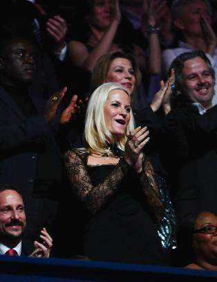 Mette-Marit slo seg l�s p� Nobel-konserten