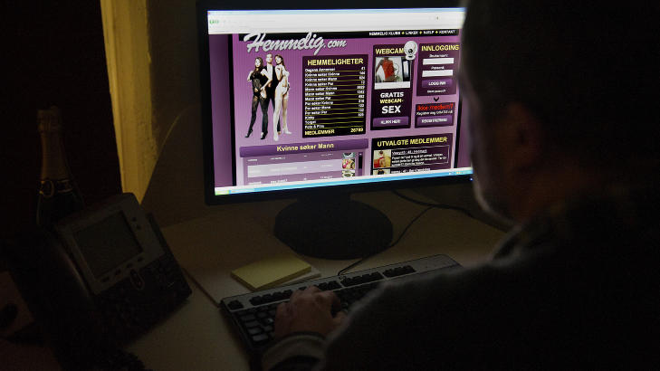 SEX-TORGET:  Hemmelig.com �er til for oss som �nsker � leve ut v�re og andres hemmelige fantasier�, men en stor andel av de rundt 26 000 brukerprofilene brukes hver dag til � kj�pe og selge seksuelle tjenester. Foto: �istein Norum Monsen / DAGBLADET