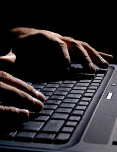 Fem p�grepet for � ha hacket Breiviks epost