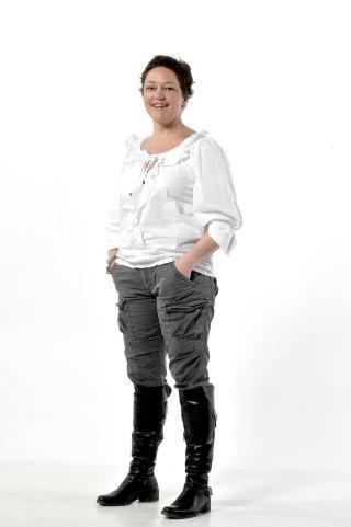 FORBRUKEREKSPERT: Elise Marie Korsvik er jurist og seniorr�dgiver i Forbrukerr�det. Hun sitter b�de i flyklagenemnda og pakkereisenemnda, og svarer p� sp�rsm�l om forbrukerrettigheter om alt som har med flyreiser og charterturer � gj�re. Korsvik kan ogs� svarer p� timeshare- og ferieklubbsp�rsm�l, og alle andre forbrukerrelaterte sp�rsm�l man m� ha om reiser i utlandet. Foto HANS ARNE VEDLOG