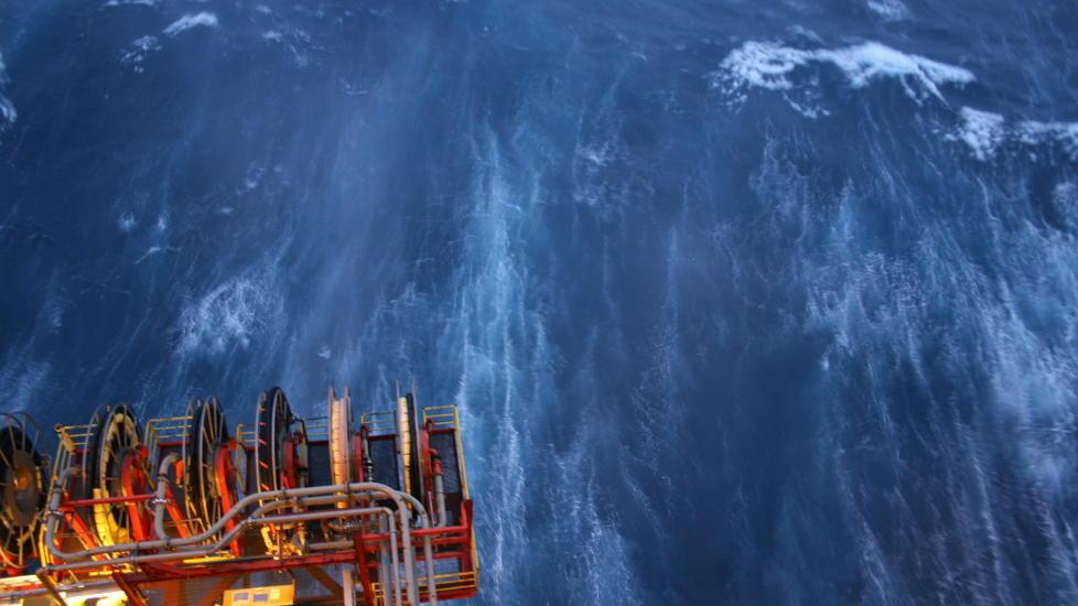 VIND: Slik er utsikten fra plattformen Statfjord B i Nordsjøen i dag. Vinden har en toppfart på 189 km/t. Foto: Jonas Rød