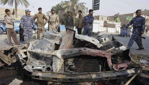 OPPT�YER: �Stadig flere irakiske sunnimuslimer krever selvstyre etter kurdisk modell. Flere hundre mennesker ble drept i bombeangrep i Bagdad i desember,� skriver kronikkforfatteren. Foto: Karim Kadim/AP/Scanpix