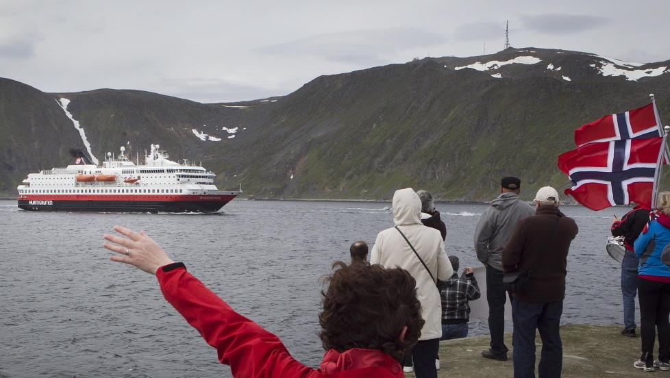 8040 MINUTTER: I fem og et halvt d�gn av 2011 var MS Nordnorge selve tv-stjernen i Norge. Den seilte og seilte og seilte, og i romjula seilte og seilte og seilte den jammen i reprise ogs�. FOTO: HEIKO JUNGE/SCANPIX