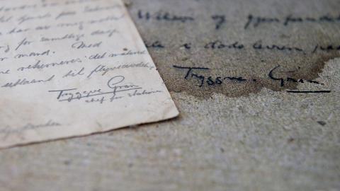 SAMME SIGNATUR: Tryggve Grans signatur er lett gjenkjennelig n�r den sammenlignes med et brev fra samme tidsepoke. Foto: �istein Norum Monsen / DAGBLADET.