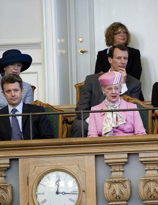 Danskene mener kronprins Frederik b�r overta