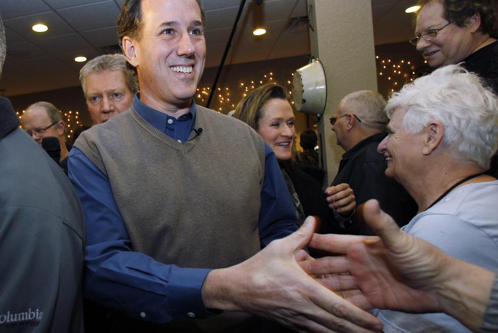 SJARMOFFENSIV:  Rick Santorum har brukt mye tid i Iowa de siste ukene. Her hilser han p� en av sine potensielle velgere. Foto: AP Photo/Eric Gay