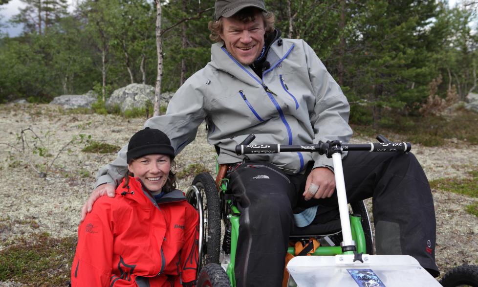 P� TV-EKSPEDISJON: Liv Tone Lind er en av 11 deltakere i NRK programmet �Ingen grenser�, hvor Lars Monsen leder deltakere med ulike funksjonshemninger p� en heftig fjellekspedisjon. Foto: NRK
