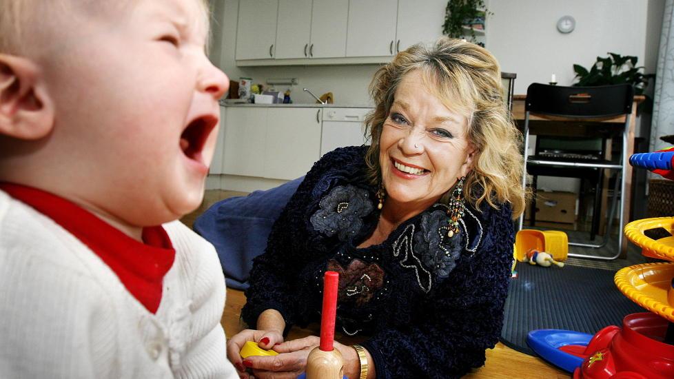 NIBARNSMOR:  Den svenske forfatteren Anna Wahlgren har i tyve �r gitt r�d til foreldre om hvordan de skal oppdra barna sine. N� har hennes ene datter gitt ut en bok, hvor hun tegner et sv�rt m�rkt bilde av barndommen. Foto: Hans A Vedlog / Dagbladet