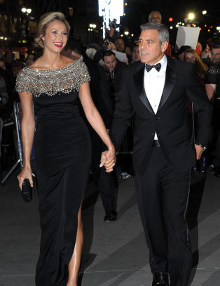 Dama til Clooney danket ut kjendisene