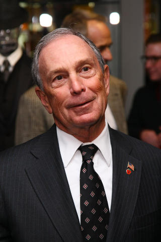 MICHAEL BLOOMBERG: Synes ikke stjerneparets VIP-behandling p sykehuset er et problem. Foto: Neilson Barnard / Getty Images for Giorgio Armani/ AFP / Scanpix