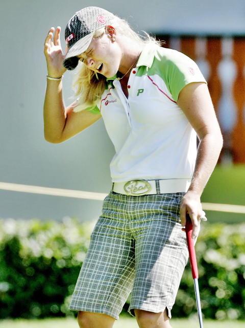 OWWW: Suzann Pettersen trodde hun hadde satt birdie p� hull 10 i  Evian Masters i 2007, men ballen gikk i kanten og ut. FOTO: Daniel Sannum Lauten/Dagbladet