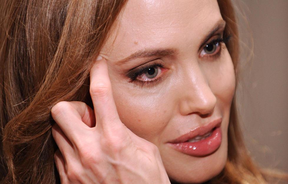 REGIDEBUT: Angelina Jolie (36) har regissert sin f�rste film, In the Land of Blood and Honey. Arbeidsprosessen ble krevende for Jolie, som tok til t