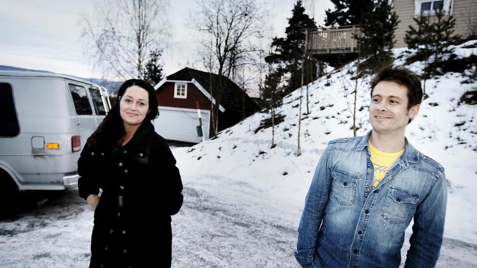 T�FFE TAK: Plumbo-vokalist Lars-Erik Blokkhus sammen med samboer Laila Merete Brox. De siste dagene har Blokkhus v�rt n�dt til � sl� av mobilen for � f� f� tid til familien. Foto: Christian Roth Christensen / Dagbladet