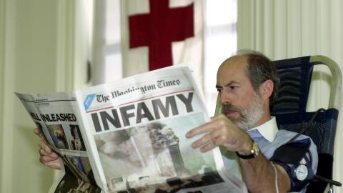 ST�R BAK: Frank Gaffney Jr. leder organisasjonen som st�r bak den kontroversielle politifilmen. Her gir han blod 12. september 2001 - dagen etter terroranslaget mot New York. Foto: AP/Susan Walsh/Scanpix