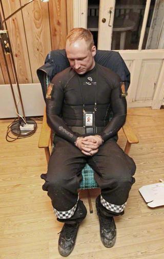 TATT: Anders Behring Breivik etter p�gripelsen 22. juli i fjor.
