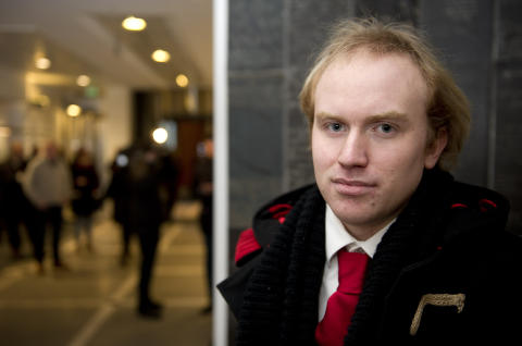 D�RLIG: Bj�rn Ihler gjemte seg for massemorderen p� Ut�ya, og skulle gjerne v�rt nevnt i tiltalen. Foto: �istein Norum Monsen / Dagbladet