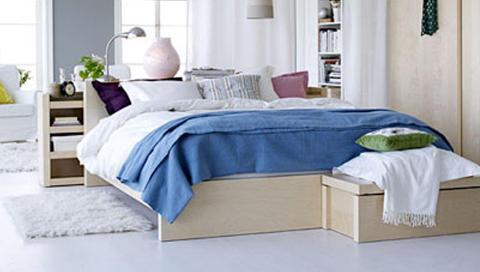 LURE MØBLER: Det kan lønne seg å være på jakt etter møbler som har smarte funksjoner og oppbevaringsløsninger om du bor kompakt. Foto: Ikea