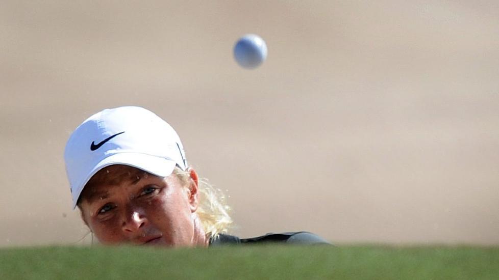 BAKLEKSA: Suzann Pettersen gikk tredje runde av Australian Open i golf l�rdag p� 74 slag. Den norske golfprofilen ligger som nummer 31 sammenlagt. Foto: EPA / Joe Castro / Scanpix