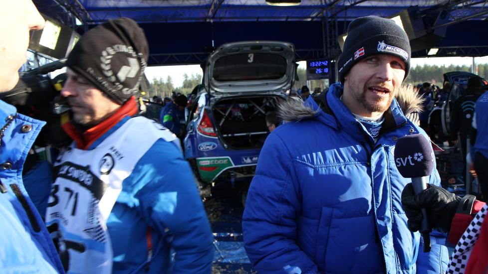 25,5 sekunder: Petter Solberg var optimistisk med tanke p� � hente inn de 1,8 sekundene han startet dagen med bak andreplasserte Mikko Hirvonen — men etter fem fartspr�ver i dag har avstanden opp til Citro�n-f�reren �kt til 25,5 sekunder.  Foto: Roy Wahlstr�m