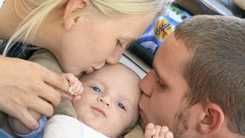 BABY I FOKUS: At babyen er i fokus og sex kommer lenger ned p� lista er helt normalt. Men mange opplever at sexlivet blir like bra eller bedre etter at de f�r barn. Foto: Istockphoto.com