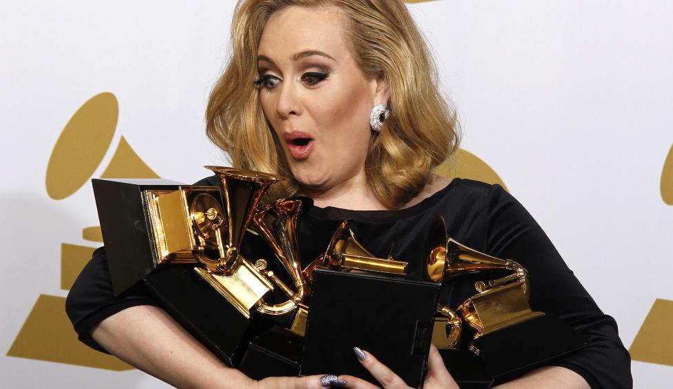 TILBAKE IGJEN?: Om det er feilsitering eller kalde f�tter vites ikke, men det kan virke som at Adele ikke forsvinner fra rampelyset med det f�rste likevel. Foto: Scanpix