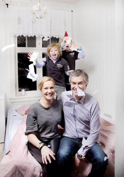 BONANZA: Cecilie og Stig Heistein er nettopp blitt kj�rester da Stig vinner budrunden i 1994. - Du hadde tjent dine f�rste m�nedsl�nner og f�lte deg som Kr�sus, minnes Cecilie. Elleve �r seinere flytter de ut med supergevinst p� 2 580 000 kroner. Petter (8) er tilbake i leiligheten der han ble til, sammen med lillebror Aksel (5). Foto: Agnete Brun / Dagbladet
