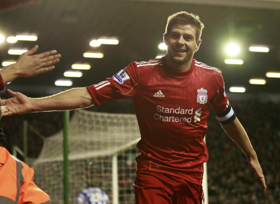 H�PER P� NY STORHETSTID: Seks �r er g�tt siden Liverpool sist vant et trof�. Steven Gerrard h�per tittelt�rken tar slutt i ligacupfinalen mot Cardiff s�ndag. Foto: AP Photo/Tim Hales