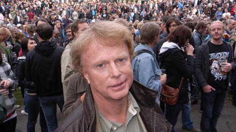 P� KONSERT: Petter Olsen sto rett ved scenekanten da Neil Young spilte p� Norwegian Wood i 2009. Foto: Anders Gr�nneberg / Dagbladet