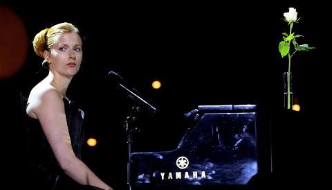 MITT LILLE LAND: Susanne Sundf�r var blant artistene som opptr�dte under 22. juli-konserten i Oslo Spektrum i august i fjor. Foto: Scanpix