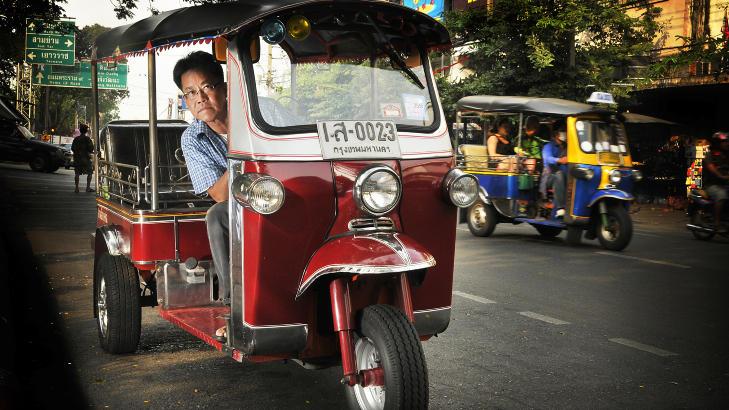 FAST PRIS: Det er deilig � ha sin faste tuk-tuk-mann i Bangkok. Vi var heldige og traff Kim som tok oss med rundt i denne fantastiske byen. Foto: HANS ARNE VEDLOG