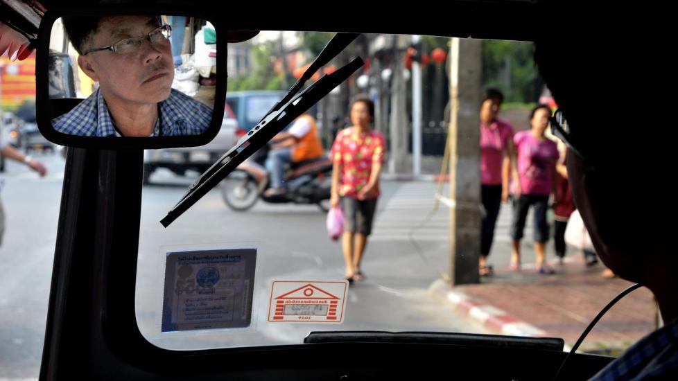 RISIKO-KO: Tuk-tuk er lyden av Bangkok, og det er ogs� en unik m�te � kjenne p� byens puls og lukten av gatemat. Foto: HANS ARNE VEDLOG