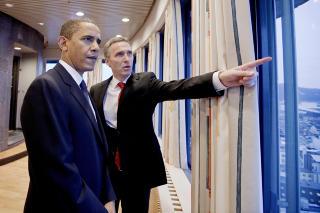 SE DER:  Da Barack Obama besøkte Jens Stoltenberg i forbindelse med fredsprisen i 2009, fikk han se utsikten fra Høyblokka i Regjeringskvartalet. Vi tar vel ikke i hvis vi antar at Obama ikke var den første som fikk se den utsikten heller. Foto: Håkon Mosvold Larsen / Scanpix POOL