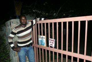 ARRESTERT: Politietterforsker Steven Mpho Sithole har arrestert og siktet to afrikanere for rovmordet p� norske Johanna Moore i S�r-Afrika. FOTO: TORBJ�RN SELANDER