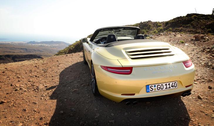 NY HEKK: Hekken har f�tt radikale endringer til Porsche � v�re. De smale lyktene gj�r at bilen ser bredere og mer framtidsrettet ut. Foto: ANDREAS HANDELAND