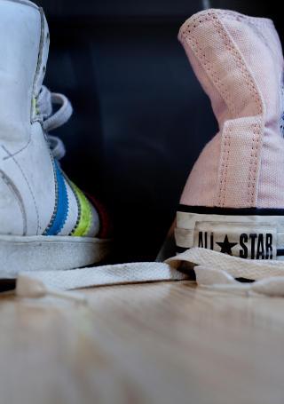 16 par: Isabel samlet p� sko i alle farger og fasonger. Alle skulle f� st� under senga.