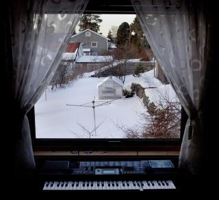 Utsikt: Den ene tangenten er �delagt, men Isabel satt ofte her inne og klimpret p� keyboardet. De siste �ra h�rete hun alltid p� musikk, og hun hadde begynt � danse. Ofte danset hun alene inne p� rommet, til lyden av hodetelefonene.